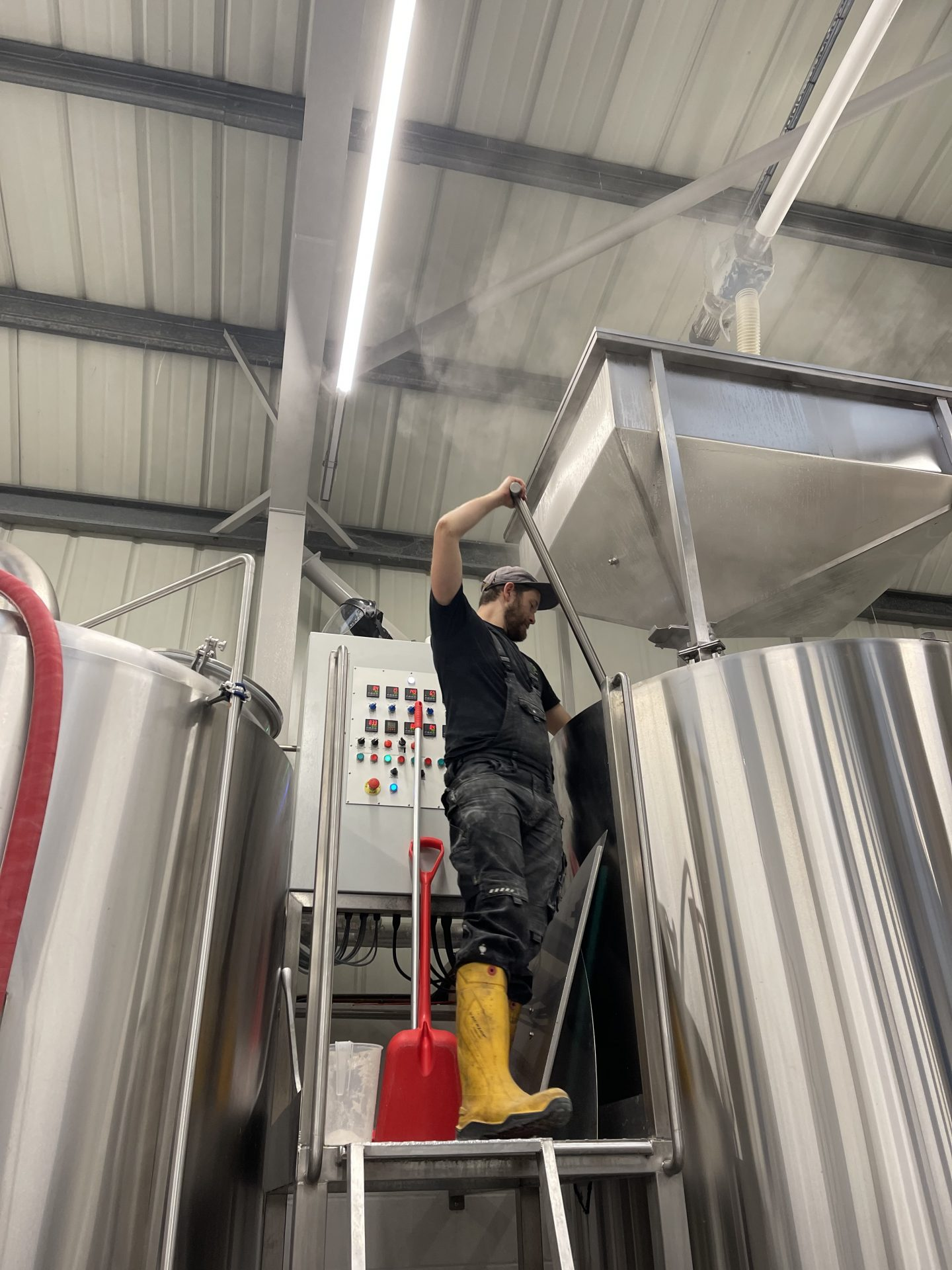 beak brewery stirring the mash tun