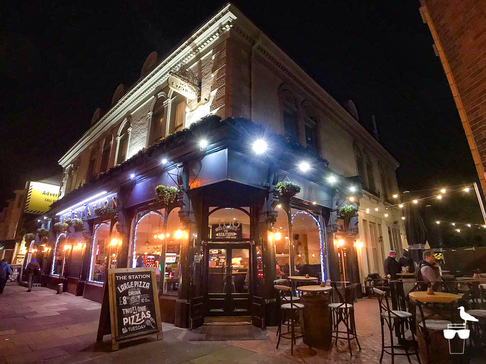 the station pub hove outside corner elevation at night evening