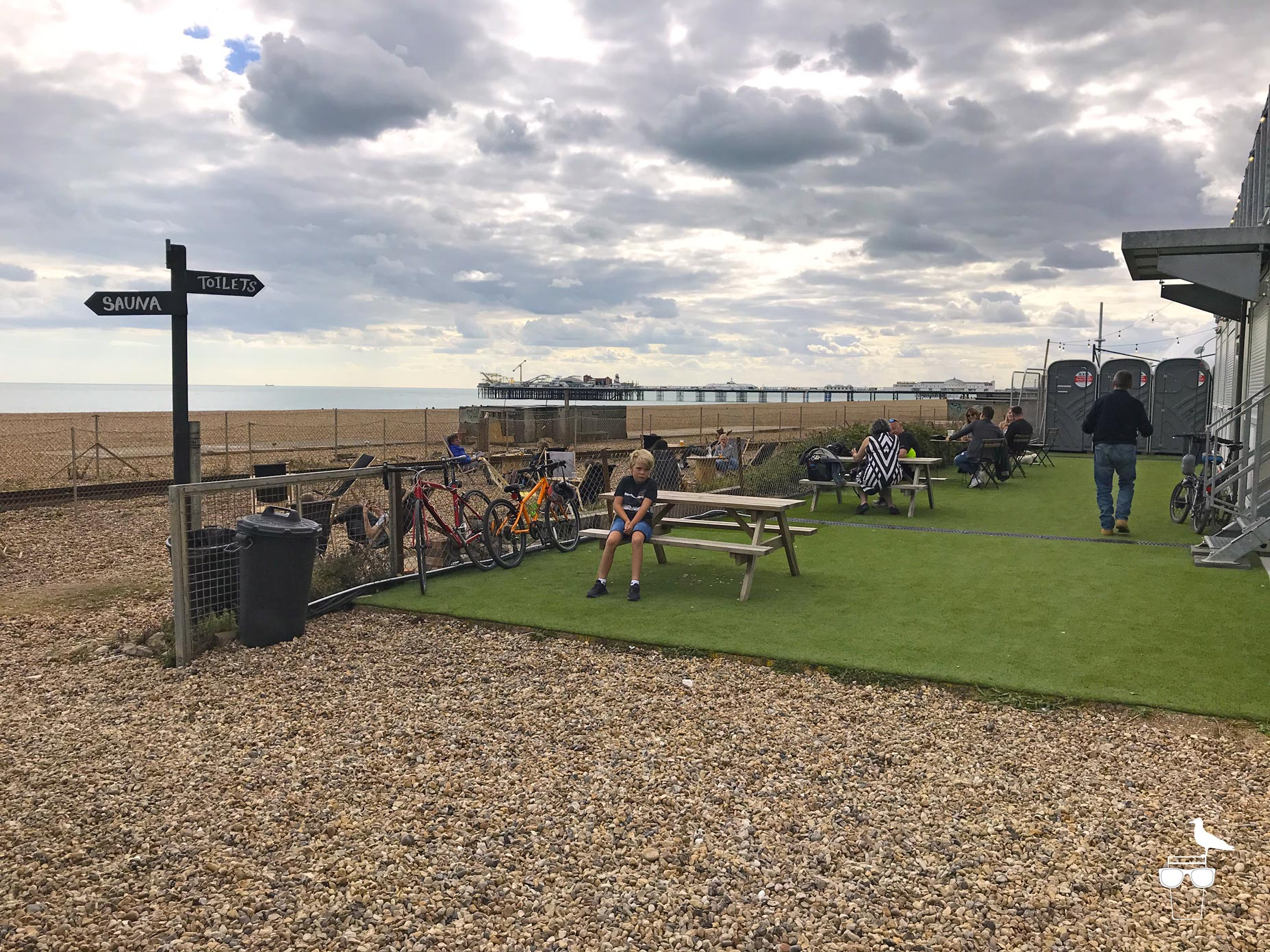bison-beach-bar-brighton-beach-view-seating