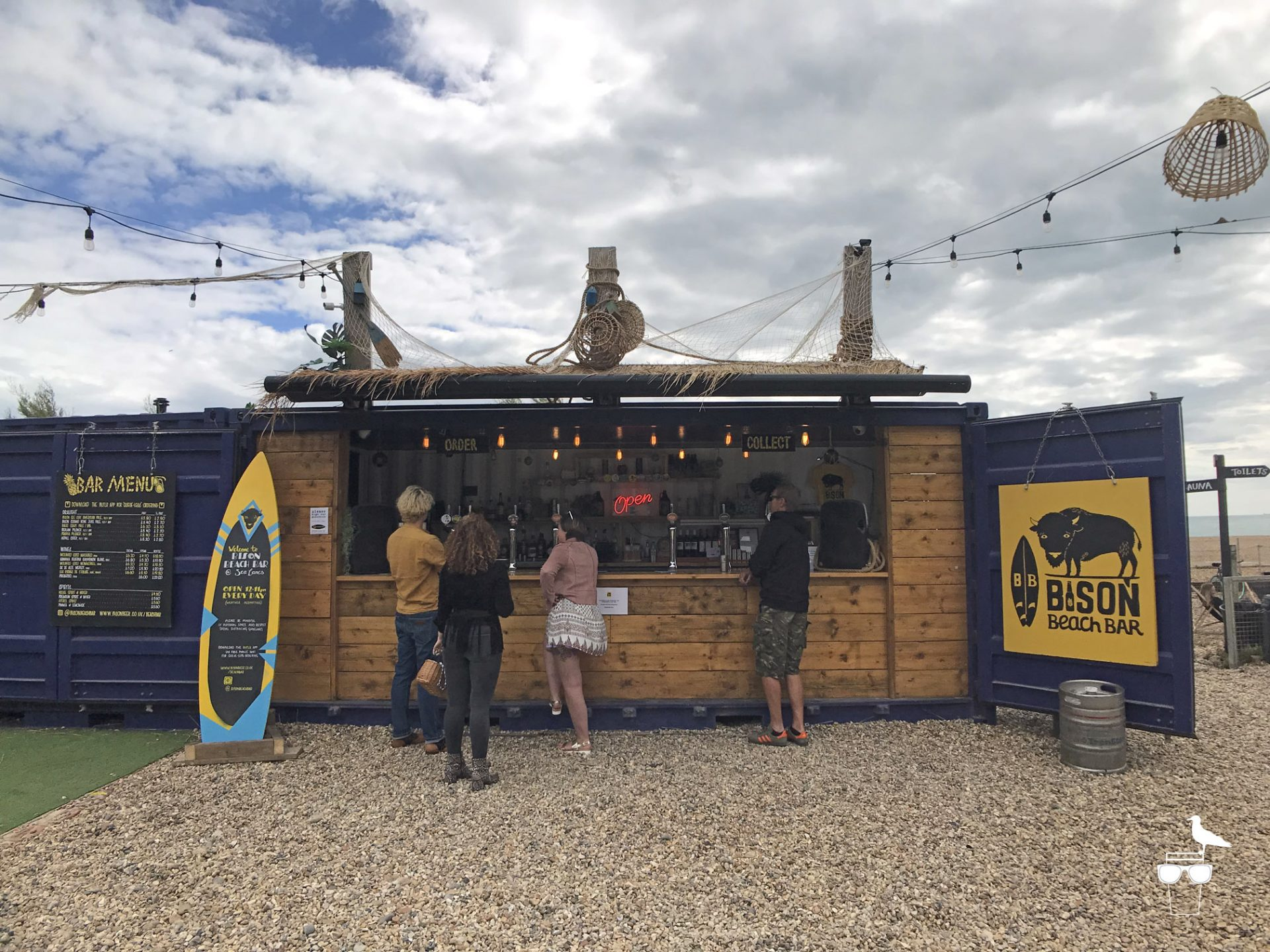 bison-beach-bar-brighton-customers-being-served-at-bar