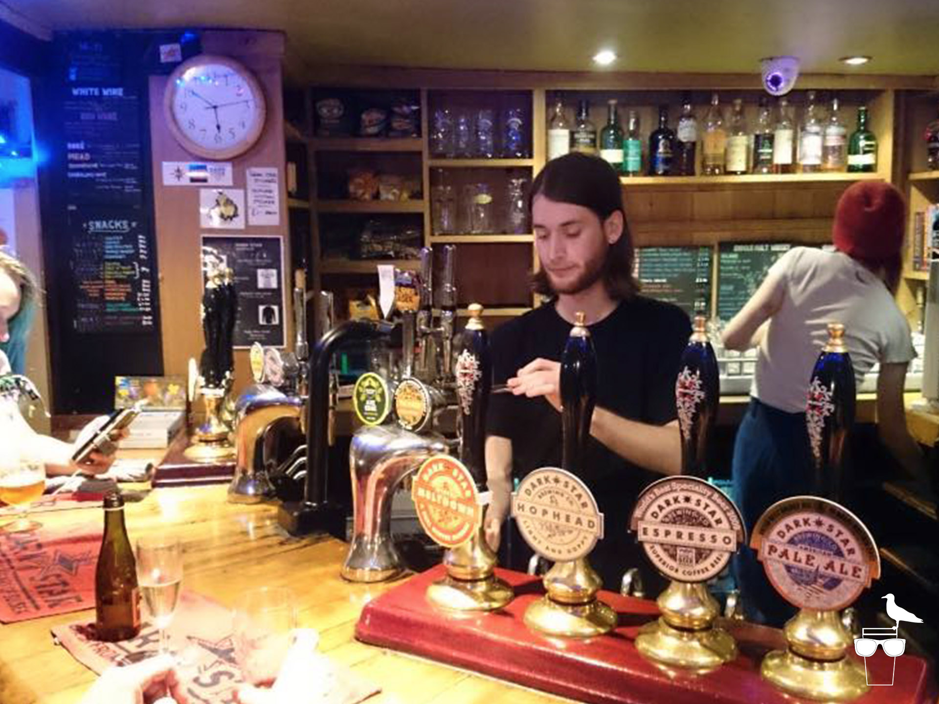 the evening star pub brighton barman pulling a pint at the bar