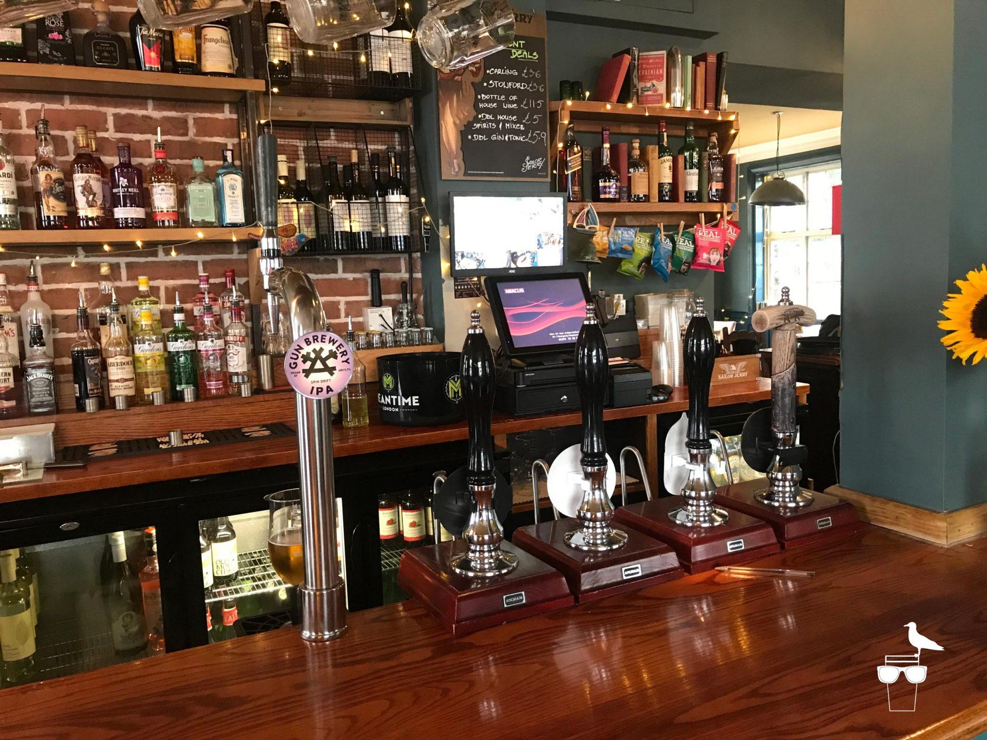 martha-gunn-pub-brighton-inside-bar