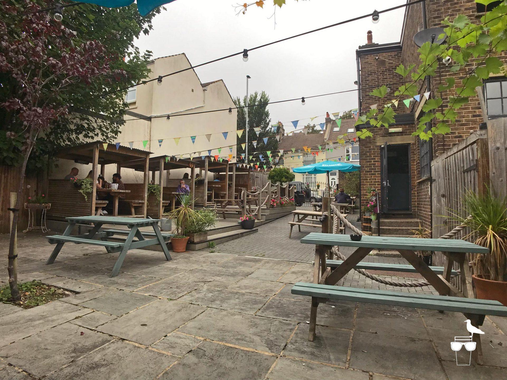 martha-gunn-pub-brighton-outside-garden-1