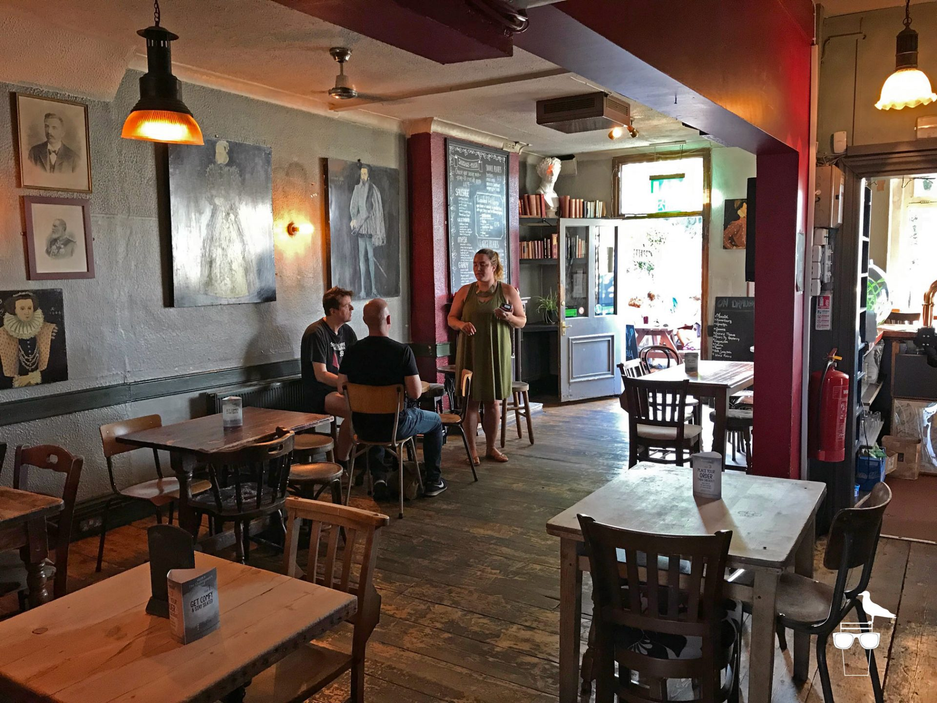 shakespeares-head-pub-brighton-inside-tables-and-chairs