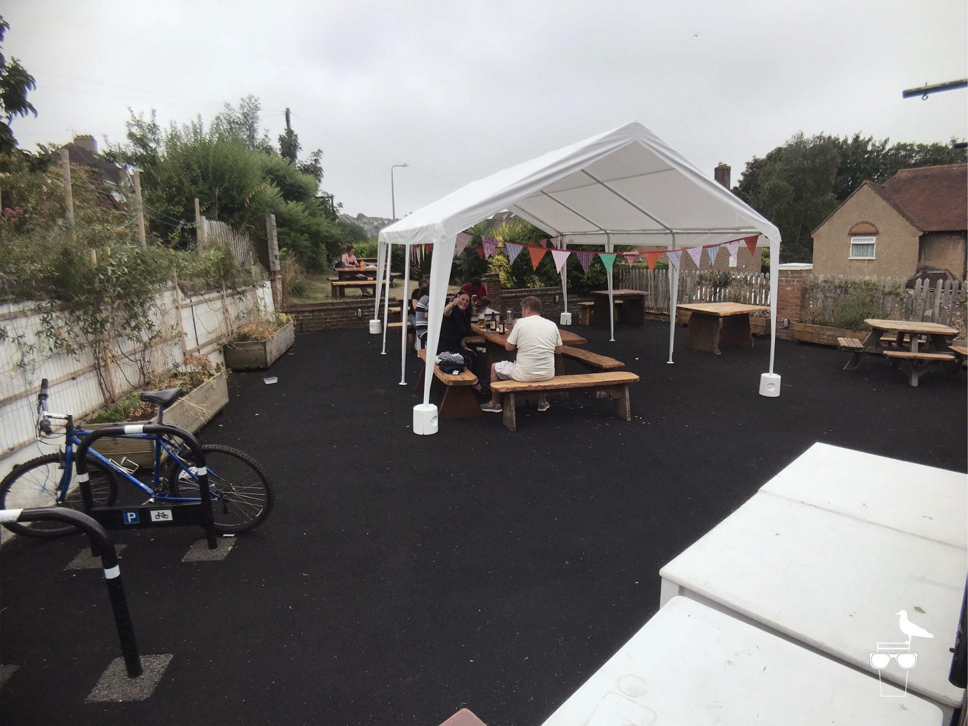 the-bevy-pub-bevendean-garden-1